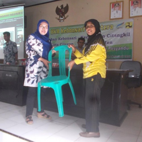 Bantuan Posyandu sebanyak 50 unit berupa kelengkapan meja kursi untuk Posyandu kelurahan Kebon Sari