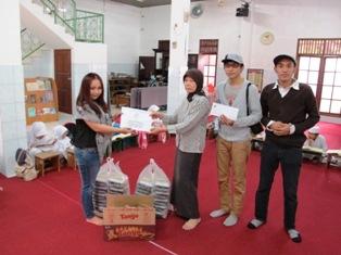 Penyerahan donasi Club Bali Kantor Pusat ke Yayasan Amanah
