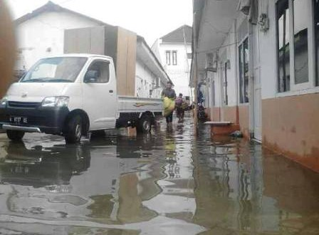 warga blok e 2 kebanjiran