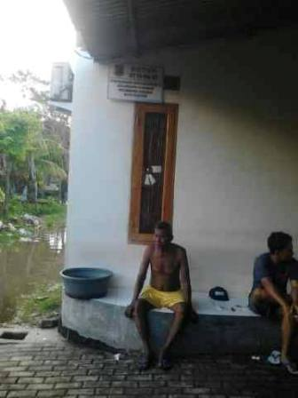 warga blok e kebanjiran