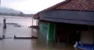 rumah terendam banjir