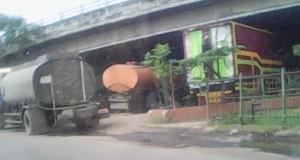 Flyover merak beralih fungsi jadi pangkalan truk