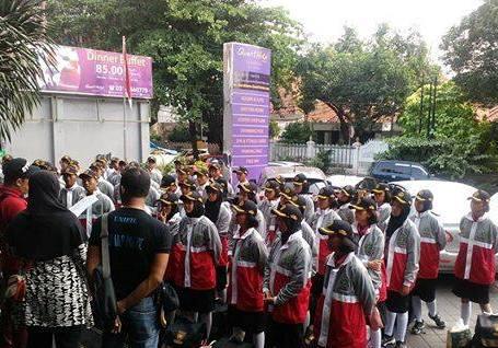Jaket Paskibraka Banten bermotif salib
