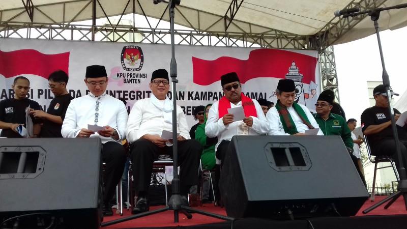 Dua Kandidat Para Calon Gubernur Dan Wakil Gubernur Banten Saat Mengikuti  Deklarasi Kampanye Damai. (Foto, BidikBanten)
