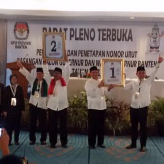 Para Pasangan Calon Gubernur Dan Wakil Gubernur Banten Usai Mengikuti Pengundian No Urut Oleh KPU Banten