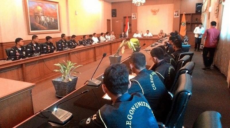 Para Pemain CUFC Saat Menemui Walikota Cilegon Di Ruang Rapat Walikota