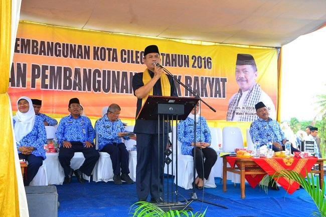 Walikota Cilegon, Tb Iman Ariyadi Saat Memberikan Sambutan Pada Acara Sosialisasi Pembangunan Di Kecamatan Cilegon. (Foto, Ist)