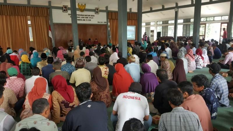Ratusan Warga Saat Menghadiri
