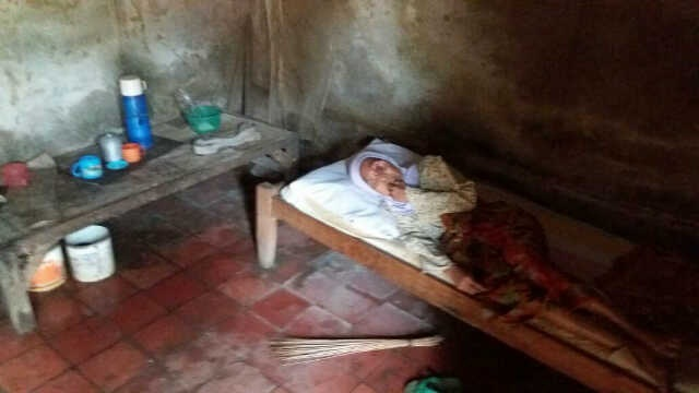 Amerah Seorang Janda Yang Mengidap Penyakit Aneh Di Kelopak Matanya. (Foto, BidikBanten)