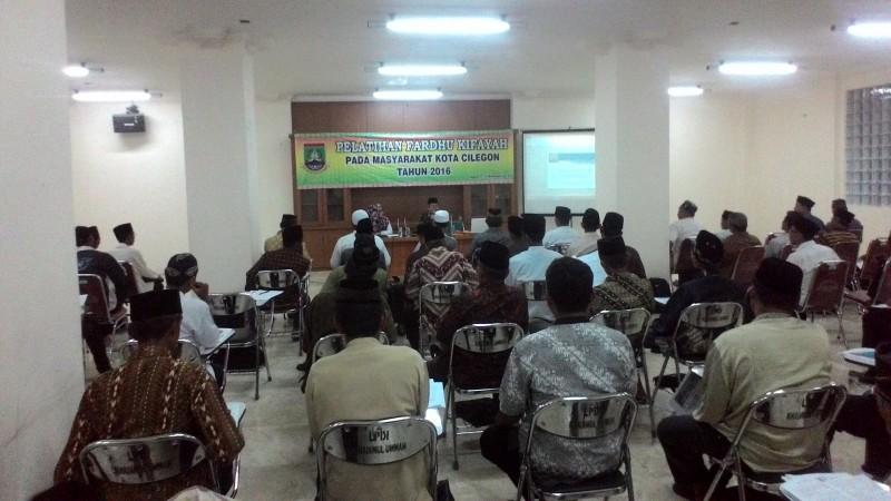 Suasana Warga Saat Mengikuti Pelatihan Fardhu Kifayah Di Masjid Agung Nurul Ikhlas Kota Cilegon. (Foto, BidikBanten)