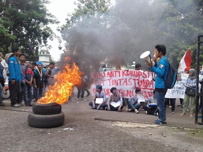 Puluhan Mahasiswa Yang Tergabung Dari Pergerakan Mahasiswa Islam Indonesia (PMII)