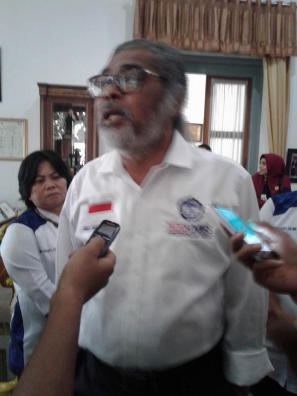 Ketua Umum Komnas PA, Arist Merdeka Sirait Saat Diwawancarai Awak Media. (Foto, BidikBanten)
