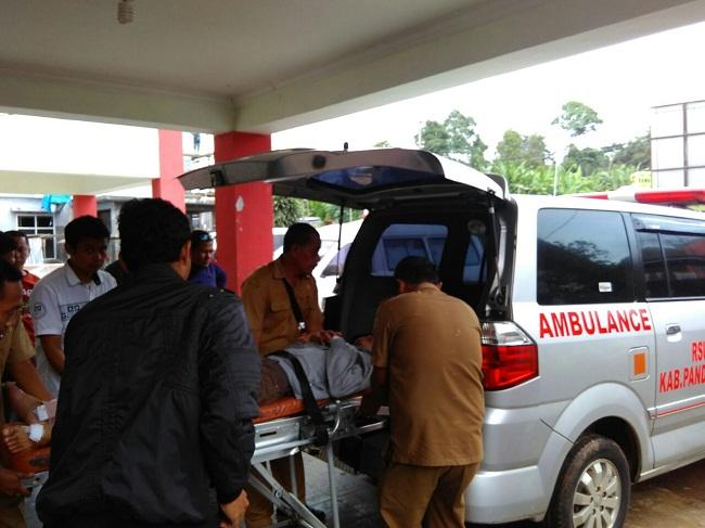 Mobil Ambulance Milik Puskesmas Cadasari Saat Mengangkut Orang Sakit. (Foto, BidikBanten)