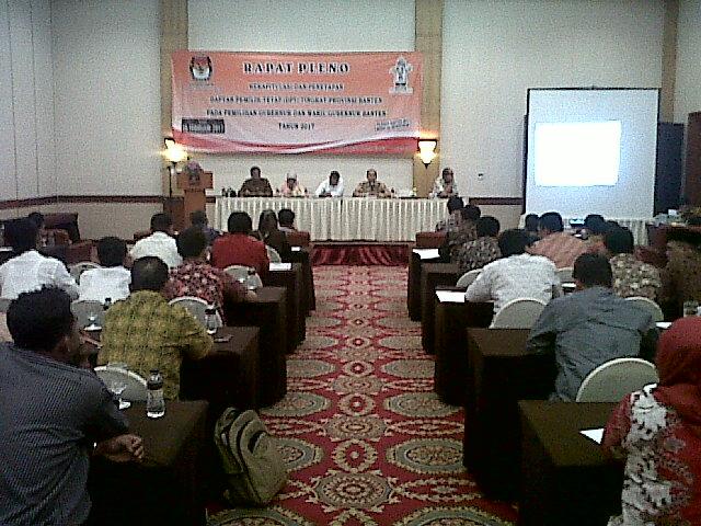 Suasana Rapat Pleno Penetpan Jumlah Daftar Pemilih Tetap Pada Pilgub Banten Yang Digelar KPU Provinsi Banten. (Foto, BidikBanten)