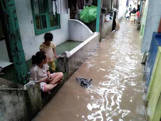 banjir-di-taman-baru-taman-sari-merak-3