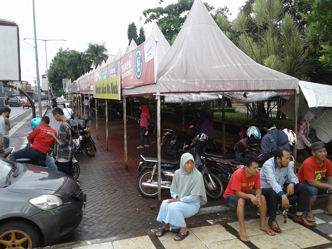 Suasana Pedagang Yang Berjualan Di Area Alun-Alun Pandeglang. (Foto, BidikBanten)