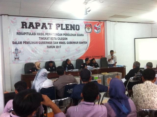 Suasana Rapat Pleno Rekapitulasi Perolehan Suara Yang Digelar Oleh KPU Kota Cilegon, (Foto, BidikBanten)
