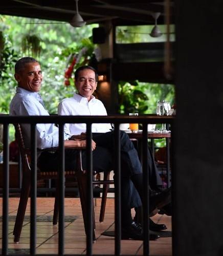 Jokowi duduk santai dengan obama
