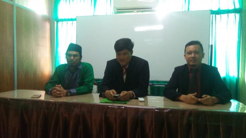 Ketua STIE Al-Khairiyah Citangkil, Cilegon, Dr. Rahayu Permana Tengah Saat Memberikan Keterangan Kepada Awak Media. (BidikBanten)