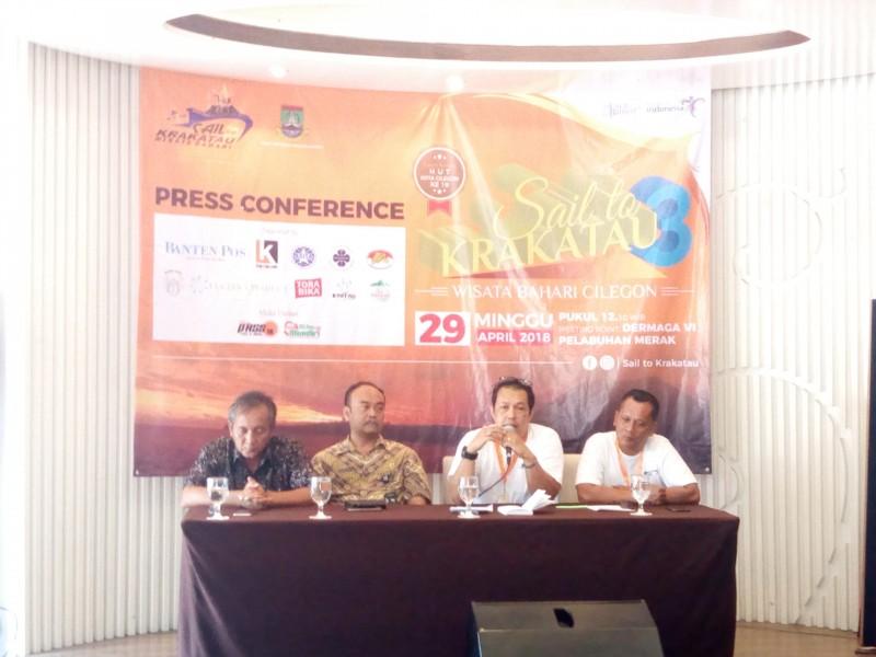 """Panitia Sail To Krakatau Bersama Dinas Pariwisata dan Kebudayaan Saat Memaparkan Kegiatan Event """"Sail To Krakatau"""""""