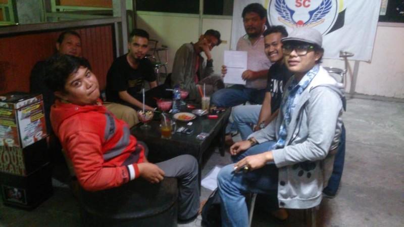 Tim Rumah Produksi Ray Creative saat diskusi pra produksi film Tagah. (Dok. Diatunes Management)