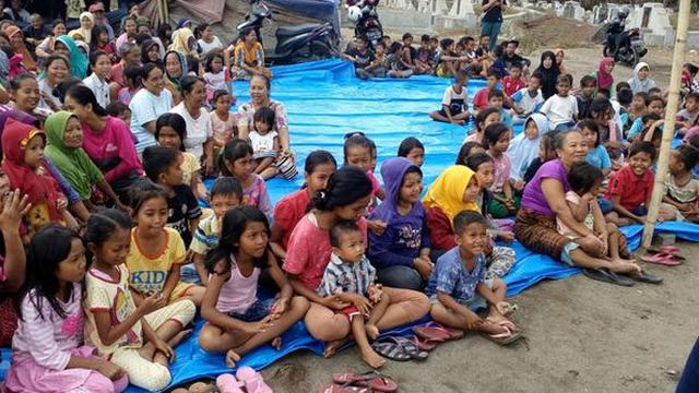 035950300_1536908504-Masyarakat_Lombok