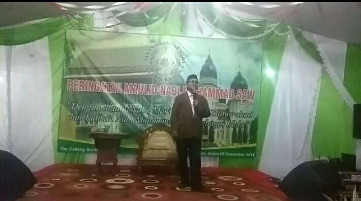 Ustad Anwar memberikan Tausyiah Maulid Nabi di hadapan warga Paguyuban Iskandar Muda