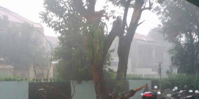 sore-ini-jaksel-jaktim-diprediksi-hujan-disertai-angin-kencang