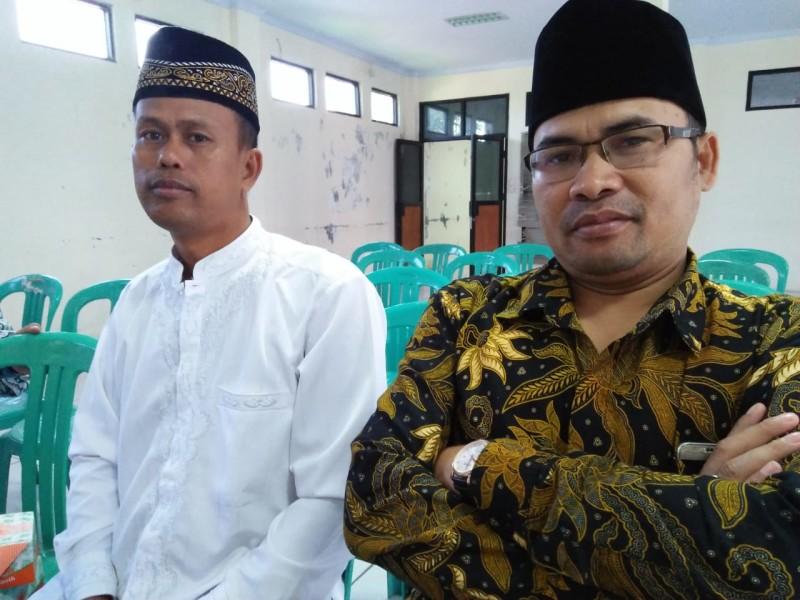 Ahmad Jajuli selalu ketua forum Guru Madrasah Kecamatan Cibeber dan Haji Jawadi selaku kepala Madrasah
