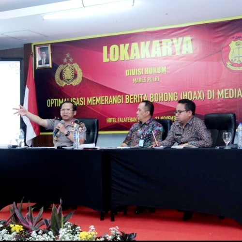Kepala biro Multimedia Divisi Humas Polri, Brigjen. Pol. Drs. H. Budi Setiawan, M.M menjadi pembicara dalam lokakarya