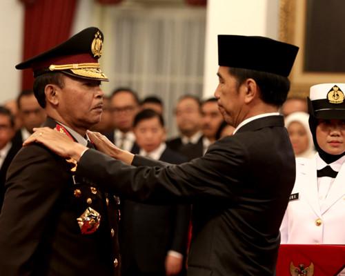 presiden-joko-widodo-melantik-komisaris-jenderal-idham-azis-menjadi-kapolri-rihadin-4