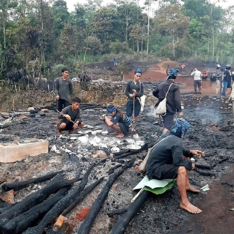 Kebakaran di kampung Baduy